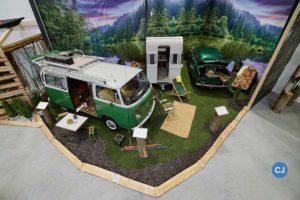 Auf einer Gesamtfläche von über 2.000 m² steigen die Museumsbesucher in die Welt des Outdoor- und Campinglebens ein: vom einfachen Zelten bis hin zum modernen Glamping.